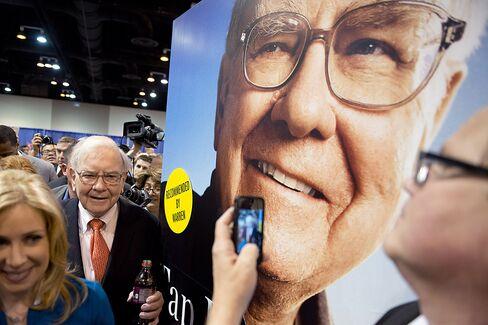 Berkshire Sells Debt to Buyers Buffett Pities: Corporate Finance