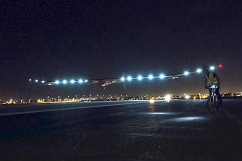 It's Not a UFO! A Strange Solar-Powered Plane Is Crossing the U.S.