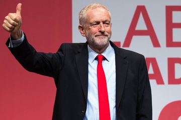 epaselect epa05554319 Re-elected Labour party leader Jeremy Corbyn thumbs up at the Labour Party leadership declaration in the Liverpool Arena and Convention Centre ahead of the party's 2016 Conference, in Liverpool, Britain, 24 September 2016. Corbyn has won the Labour leadership election between Jeremy Corbyn and Owen Smith at the Leadership Conference in Liverpool.  EPA/JOEL GOODMAN UK OUT