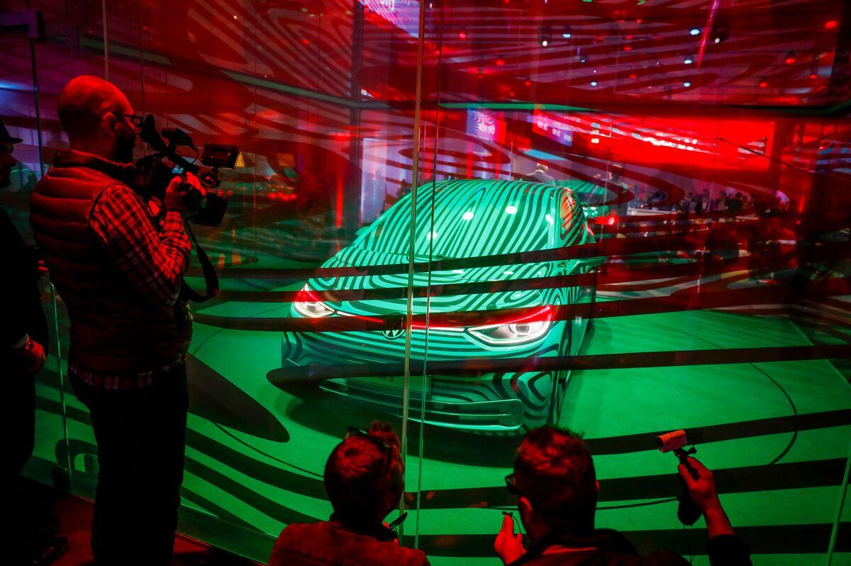 VW to Rework $56 Billion Battery Push on Samsung Deal Risk