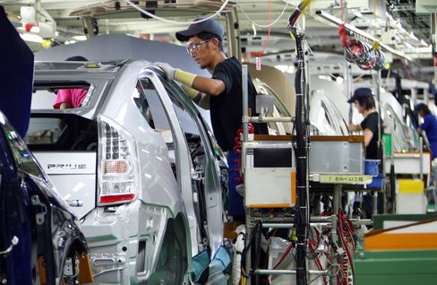 Toyota Plans to Resume Output at All Japan Plants April 18