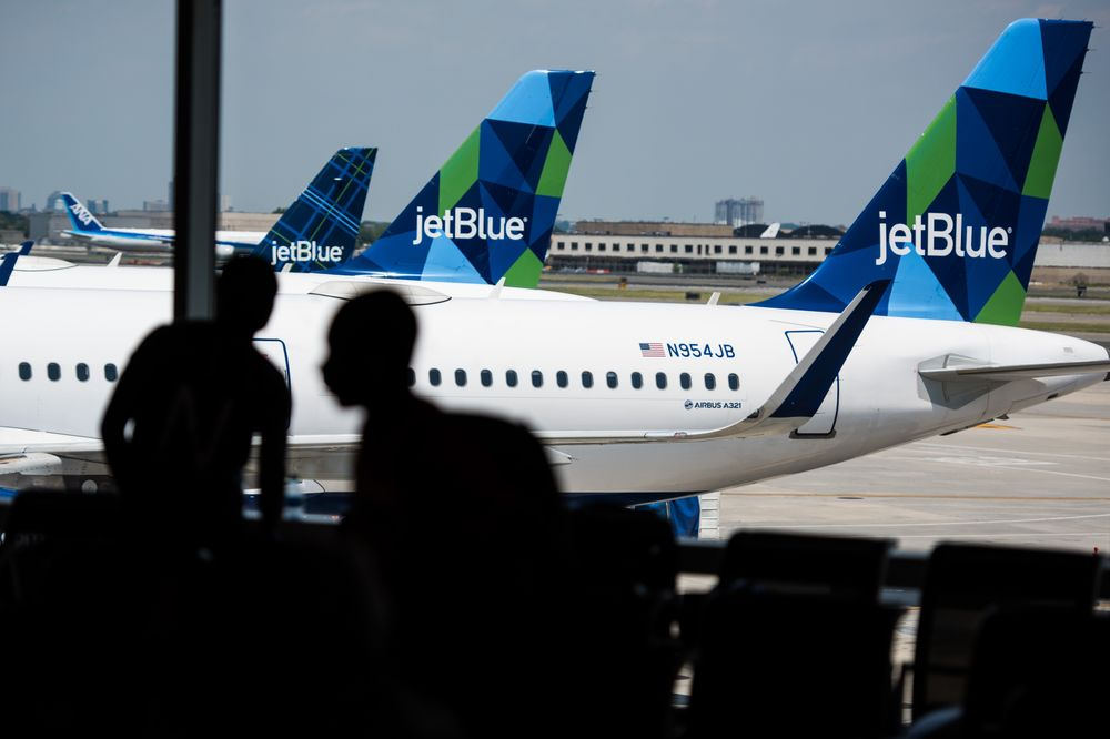 JetBlue eliminates jobs in step toward $300M in cost cuts (bloomberg.com)