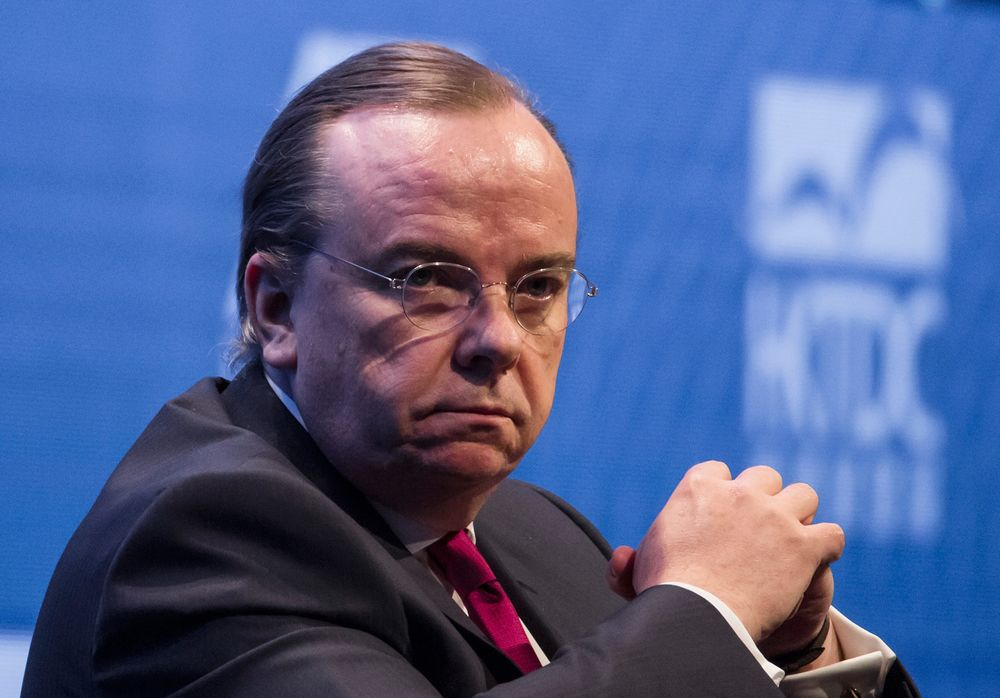 HSBC's Gulliver Says Bad Loans Will Remain a Challenge for