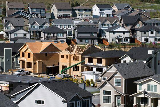 Mortgage Surge Pushes Canada Consumer Debt to $1.7 Trillion
