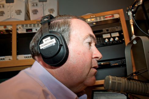 For Cumulus Media, Huckabee Takes On Limbaugh