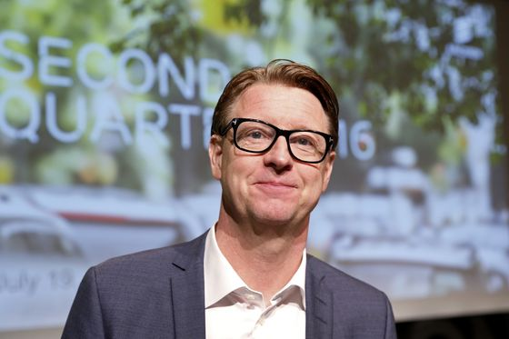Verizon Names Vestberg CEO in Sign It Won't Join M&A Frenzy