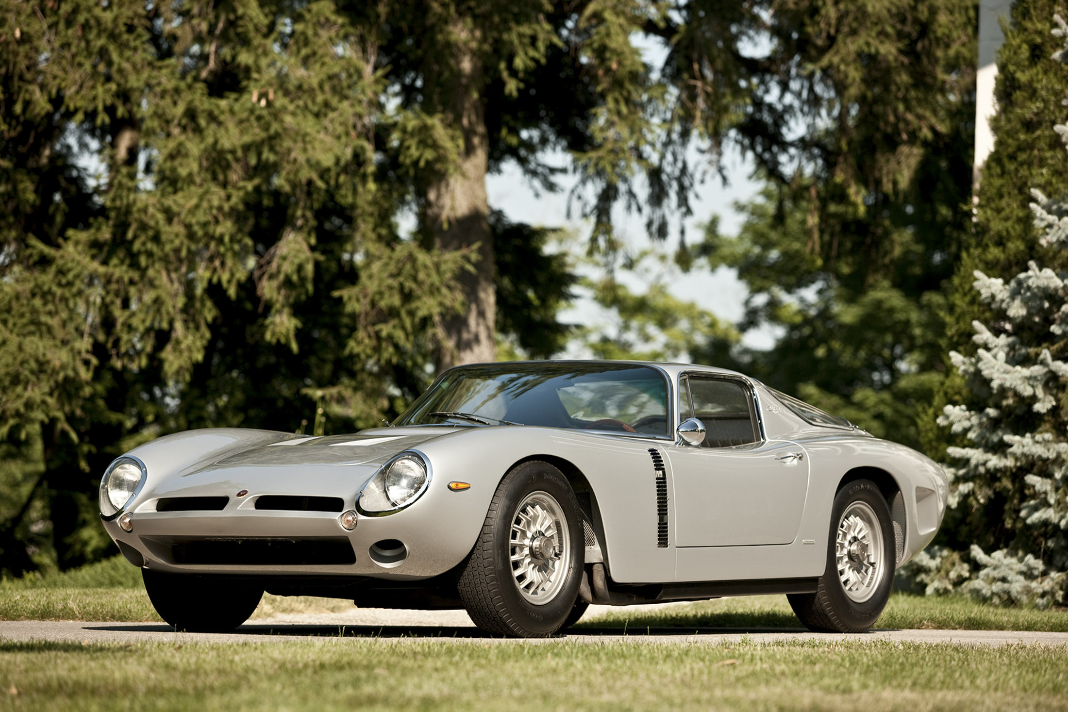 Former Aston Martin Execs To Resurrect Italian Exotic Bizzarrini Again Bloomberg