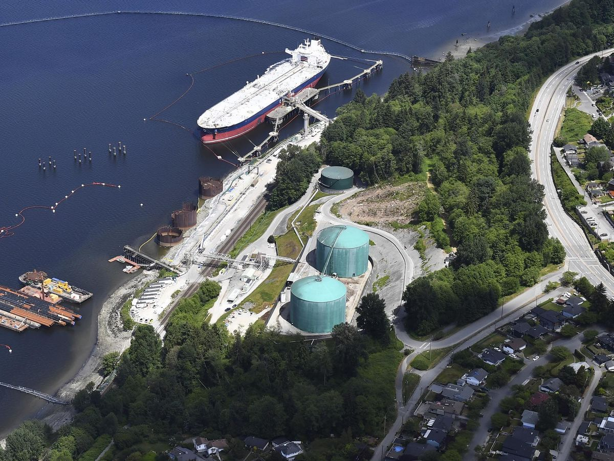 Trudeau's Pipeline Project Loses Support, Raising Political Risk