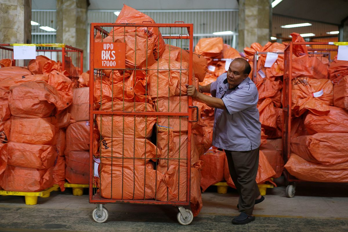 Online Shopping Boom Tests Indonesia's Postal Delivery