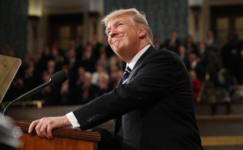 初の議会演説するトランプ大統領