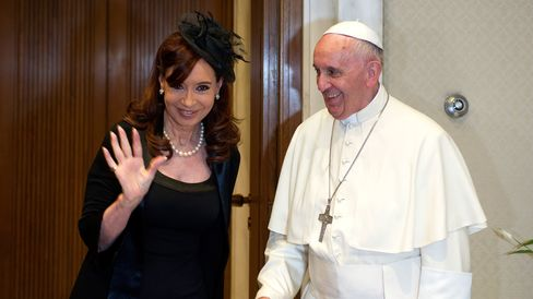 Pope Francis (R) meets President of Argentina Cristina Fernandez de Kirchner during an audience at the Paul VI Hall on June 7, 2015 in Vatican City, Vatican.