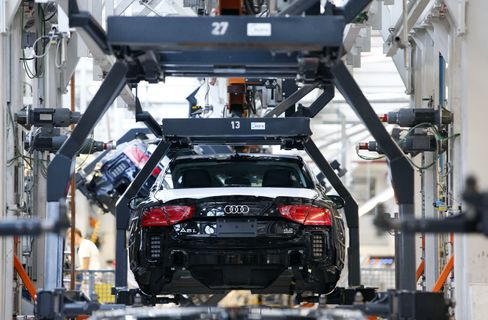 Euro-Area Services, Manufacturing Contract More Than Estimated