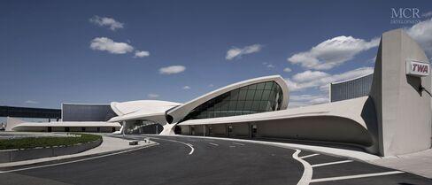 JetBlue gets a hotel at JFK—and a headache at LaGuardia?