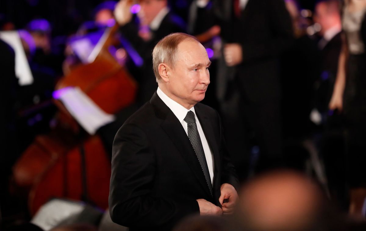 Trust in Putin Drops as Russian Economy Stagnates, Pollster Says