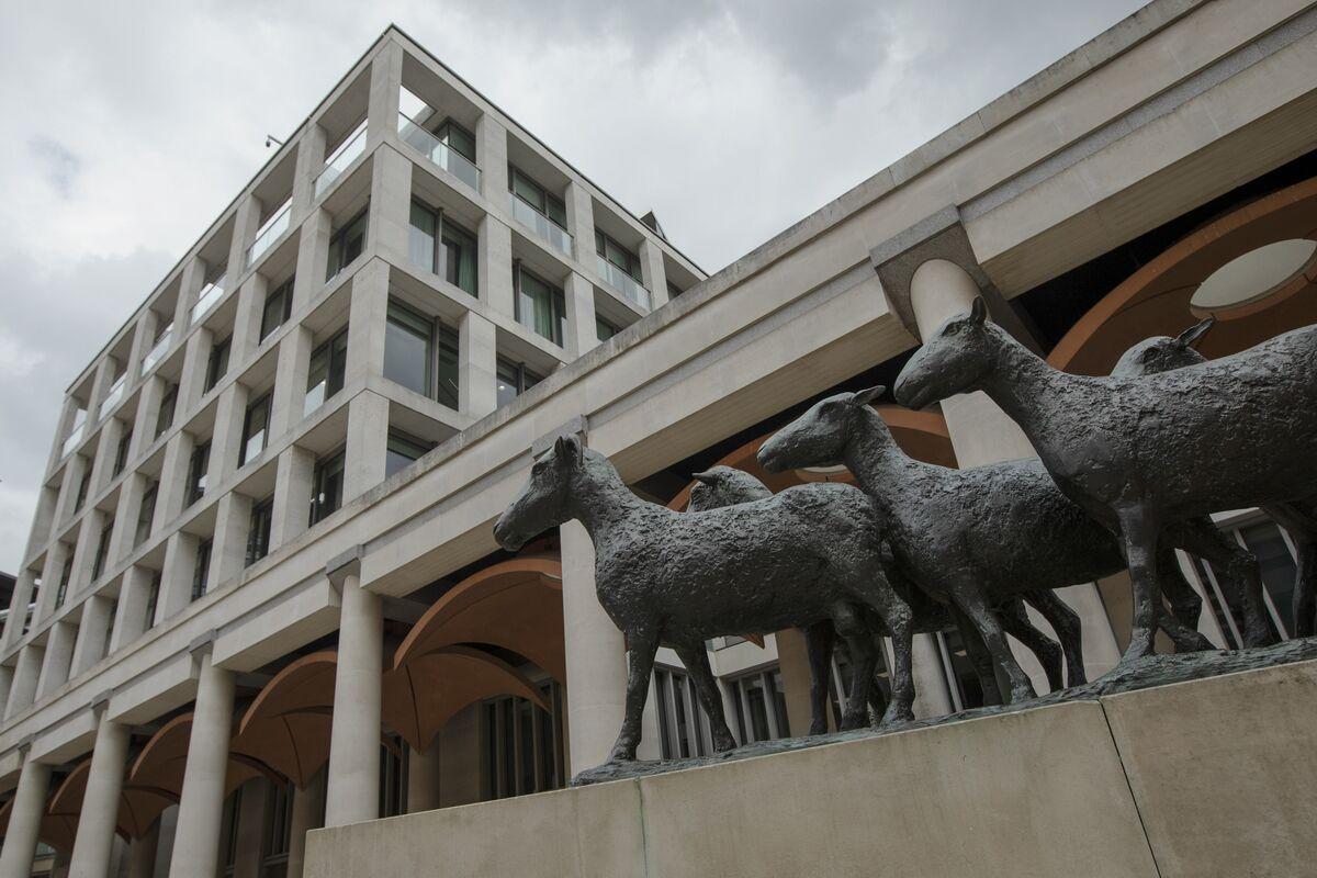 U.K. Stocks Surge as Banks, Utilities Rally on Election Relief