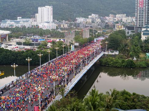 Runners participate in the Hainan International Marathon in Sanya in February 2016. More Chinese are taking up sports and healthy lifestyle.