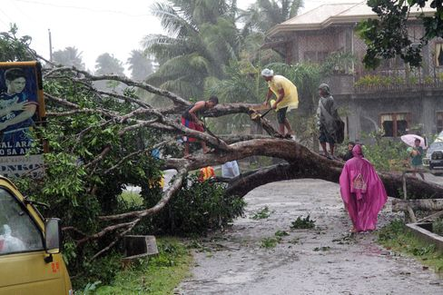 Storm Bopha Slams Into Southern Philippines, Forcing Evacuations