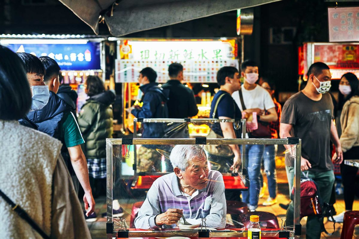 In Taiwan's Night Markets, Locals Sip Bubble Tea and Wait for Tourists -  Bloomberg
