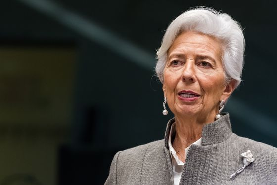 ECB's Lagarde Sees Summer Recovery, Tricky Post-Pandemic Phase