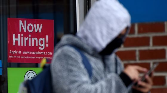 U.S. Initial Jobless Claims Decline to Fresh Pandemic Low