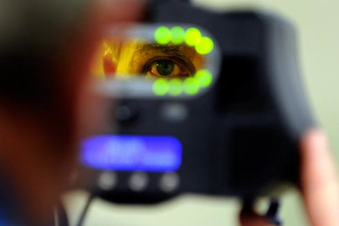 Using Facial-Recognition Technology to Track Down the Boston Bombers (and Why Humans Are Still Better at It)