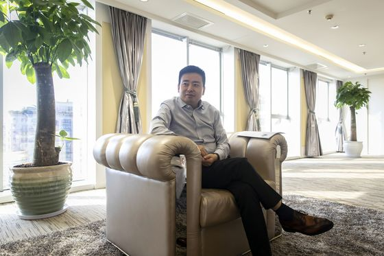 China Budget Store King Takes on Toys 'R' Us With New Chain