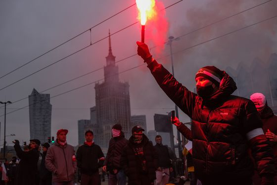 Polish Nationalists Clash With Police in Independence Day March