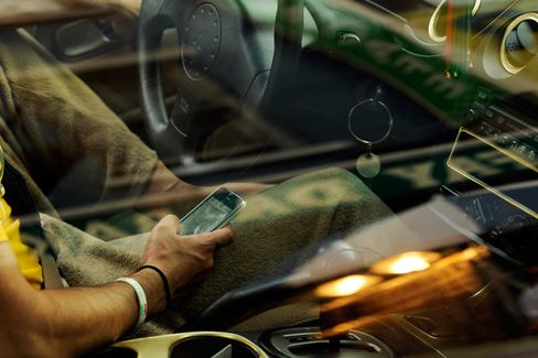 Twitter, Facebook Join the List of In-Car Distractions