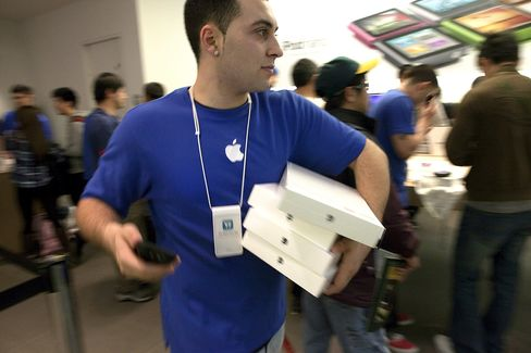 Apple Retail Store Workers Said to Receive Wage Increases