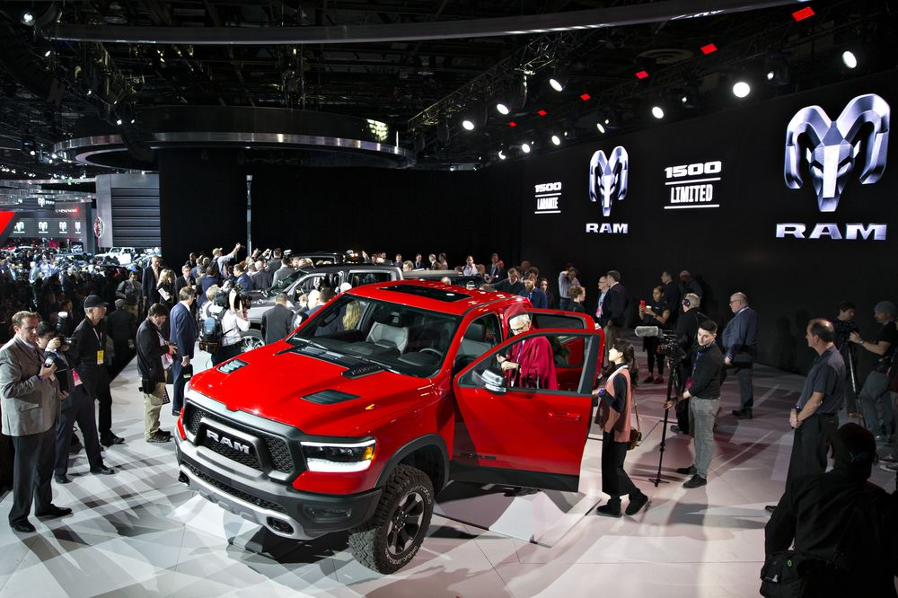 Best New Cars Trucks SUVs At Detroit Auto Show Bloomberg - New car show