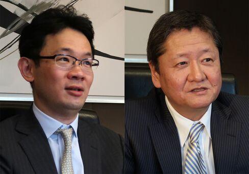 ブラックロック・ジャパンの番場悠債券戦略部長(左)と福島毅チーフ・インベストメント・オフィサー(右)