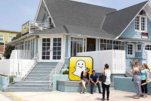 Flirty Frat App Goes Philosophical: Snapchat Has Its Own Sociologist