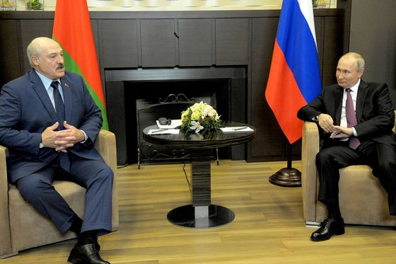 Putin Pushes Ahead With Belarus Loan as Tensions Grow With West