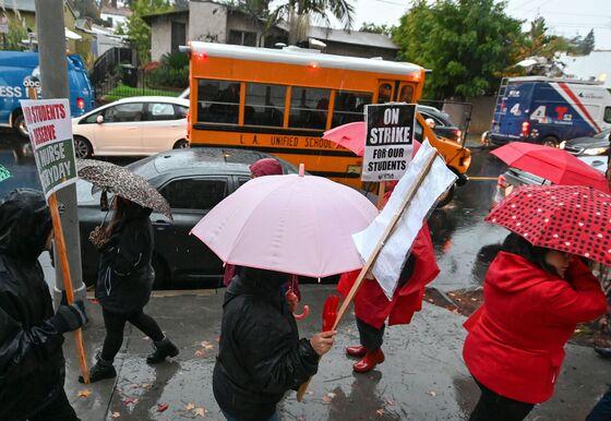 Los Angeles Teachers Go on Strike in Echo of National Fight