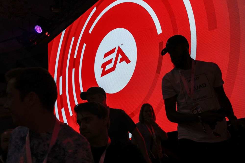 EA Falls Most Since February as Snag in Apex Legends Sows Doubts