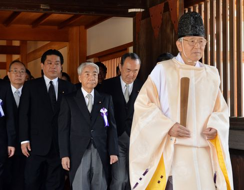 Abe Stays Away From War Shrine as Ministers Visit on Anniversary