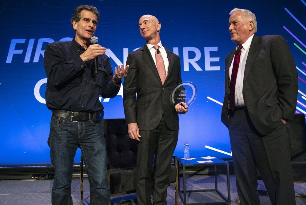 Bezos Says Robots Won T Replace Humans Ackman Wants Massage Bloomberg