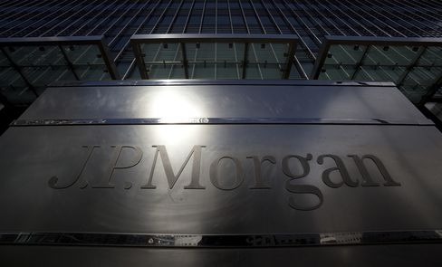 JPMorgan Veered From Hedging Practices at Banks With Credit Bets