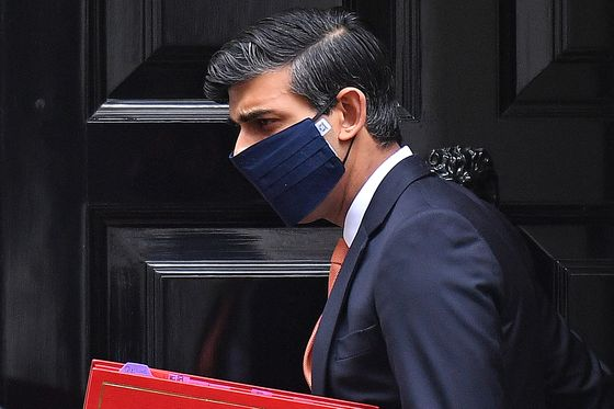 U.K. Boosts Testing as Johnson Seeks Lockdown Exit Strategy