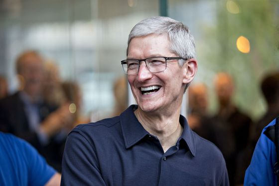 Tim Cook Is Poised to Reap $120 Million of Stock After Rally