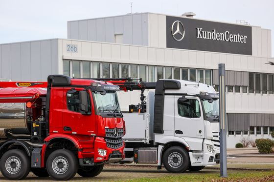 Daimler Braces for Questions on Job Cuts After Truck Spinoff