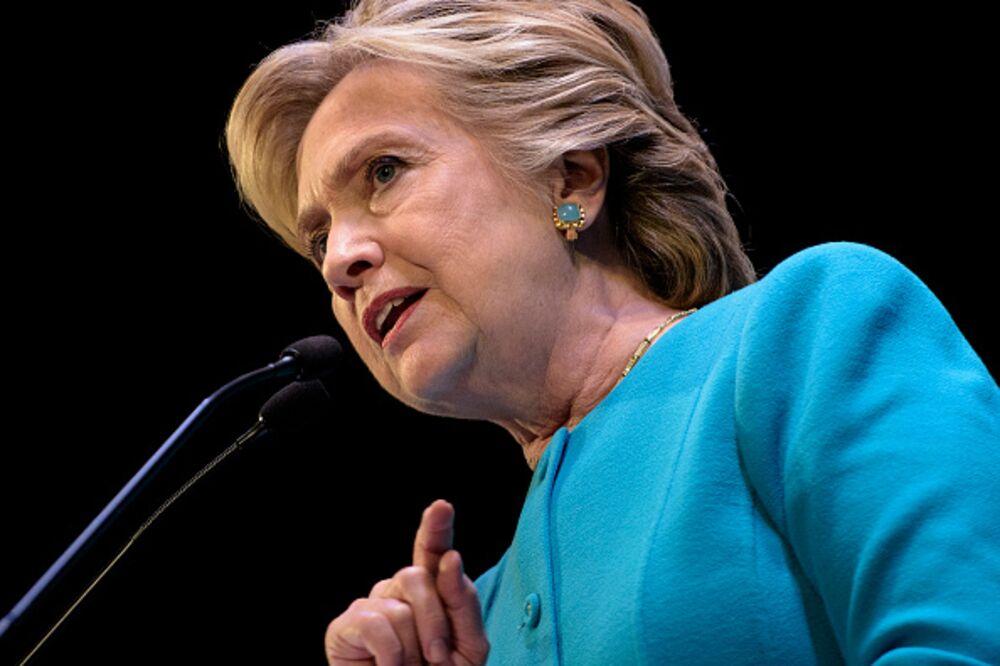 WikiLeaks War on Clinton Is Politics for Cowards - Bloomberg