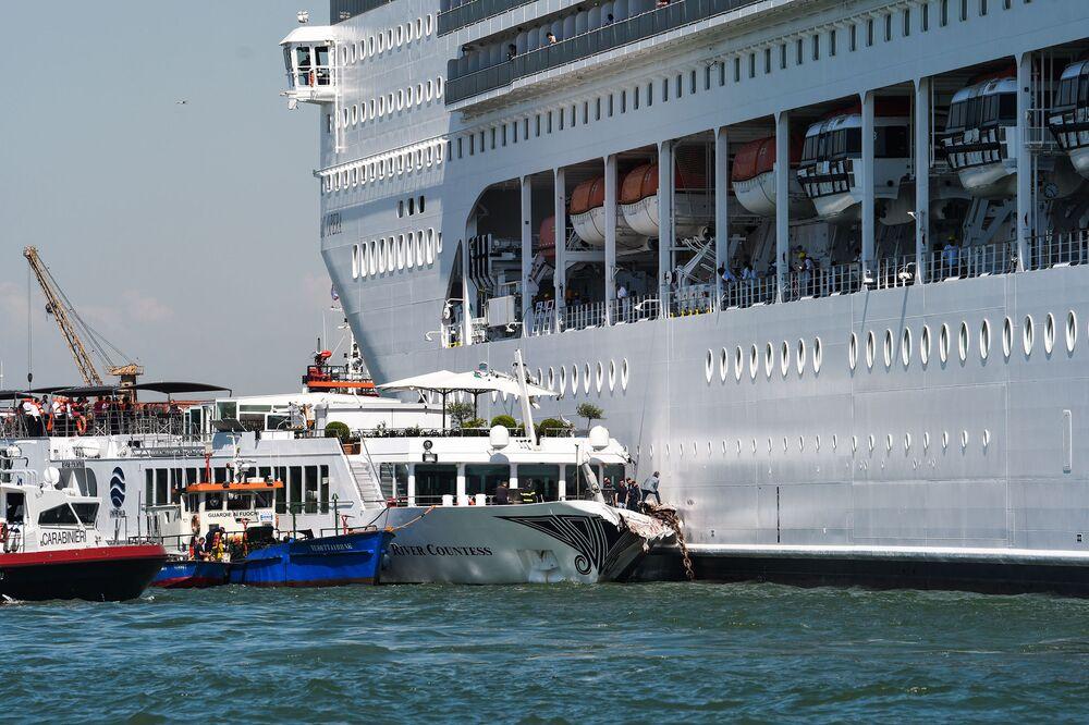 Cruise Ship Plows Into Tourist Boat in Venice