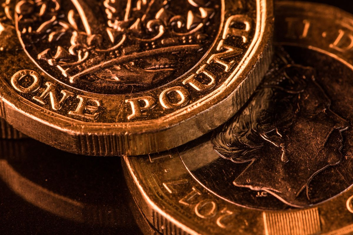 Pound Jolted Out of Summer Slumber as No-Deal Brexit Din Grows