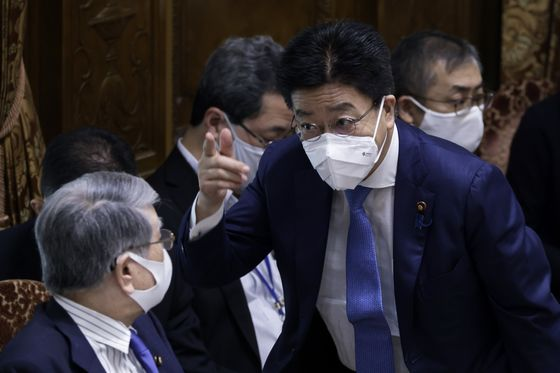 Japan to Ease Off Its Covid Curbs With Care, Top Spokesman Says