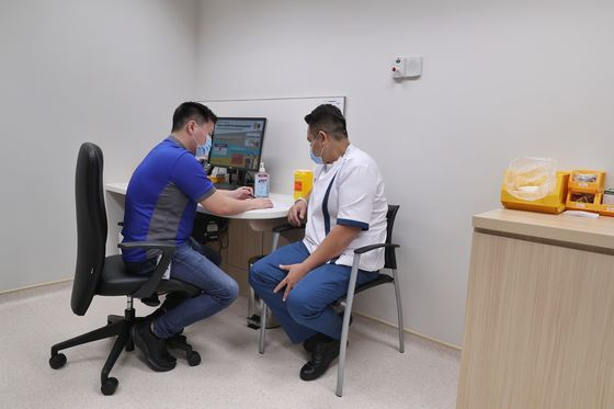 Singapore Begins Covid Vaccinations as One of Asia's First
