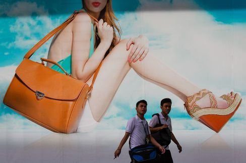 Consumer Boom Fuels Philippines as Neighbors Hit by Export Pain