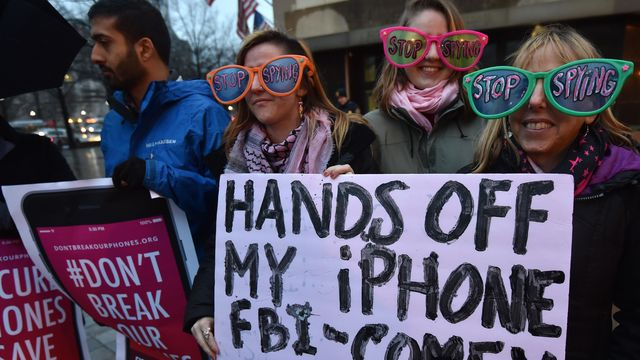 google apple microsoft case The case centers around email from a microsoft customer stored in  tech giants  backing microsoft include amazon, apple, facebook, google,.