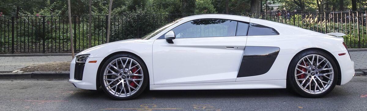Meet the Lambo Huracán's More Polite Sibling, the 2017 Audi R8