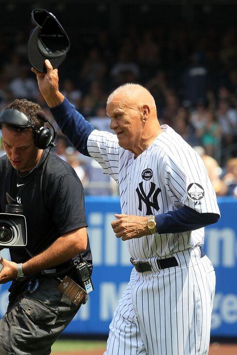 Former New York Yankees First Baseman Moose Skowron Dies at 81